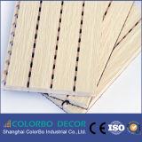 De baixa frequência absorver a placa acústica da parede Grooved de madeira