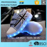 Der Jungen-LED helle Schuhe Turnschuh-des Segeltuch-LED für Kinder