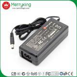 Energien-Adapter des konkurrenzfähigen Preis-12V 5A mit Wechselstrom kabeln uns Stecker