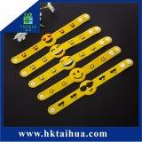 Braccialetto di gomma del PVC del Wristband del silicone degli accessori di modo con il tasto per la promozione