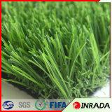 Césped verde natural del balompié del césped artificial de la hierba