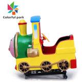 De kleurrijke Trein van de Ritten van het Vermaak van Kiddie van de Apparatuur van de Speelplaats van de Spelen van de Arcade van de Jonge geitjes van het Park Binnen