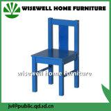 파란 나무로 되는 유치원 의자