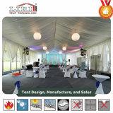 De Tent van Arcum voor het Huwelijk van de Kust in Tuin met de Zijwand van het Glas