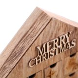 Calendario de madera del advenimiento de la casa de Chrimstmas en existencias