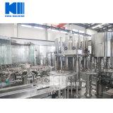 L'eau minérale complète entière faisant l'usine de machine