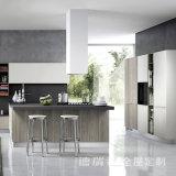 Neuer EntwurfPantryCabinetry fertigen moderne Küche-Schränke mit festes Holz-Gewinn kundenspezifisch an