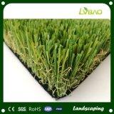 美化のための庭の人工的な草