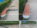 屋外公園の庭の余暇のベンチ
