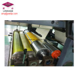 Libro de ejercicio de la impresión de Flexo del estudiante que hace la máquina con el alimentador de la cubierta