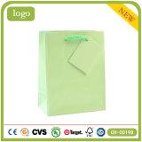 Einfarbiges hellgrünes Form-Kunst-überzogenes Geschenk-Papierbeutel