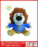 Ce a los niños juguetes de los animales de peluche de León