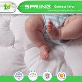 通気性の低刺激性の100%防水まぐさ桶のマットレスの保護装置の赤ん坊のベッドカバー