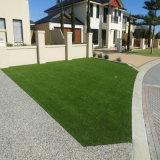 Травы с мягкими ощущение искусственных травяных культур для использования вне помещений