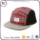 革バンドが付いているあなた自身の編まれたラベル5のパネルの帽子の帽子をカスタム設計しなさい