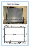 Venta caliente de plástico aluminio barato Auto radiador para Kzn
