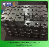 Trabalho fazendo à máquina de giro do CNC das peças do alumínio