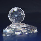 地球が付いている上の新しいK9クリスタル・ボール
