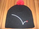Acrylbeanie-Hut des Großverkauf-100% mit gesticktem Firmenzeichen und Pompom