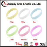 Lueur faite sur commande dans le bracelet lumineux en caoutchouc de mode foncée de promotion