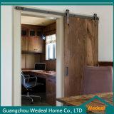 Porta de celeiro nivelada moderna interior com punho de porta