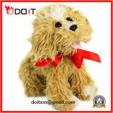 子犬の柔らかいおもちゃによって詰められるトイドッグの愛らしいトイドッグ