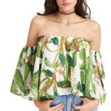 肩のブラウスを離れて印刷される方法女性のセクシーな偶然の花
