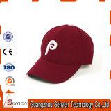Gorra de béisbol en blanco promocional para el diseño de encargo de la insignia