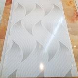 Panneau de plafond en plastique de différentes couleurs Techo PVC pour les murs intérieurs