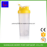 Изолированная бутылка трасучки воды бутылки воды пластичная