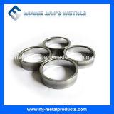 Le port de l'anneau de carbure de tungstène