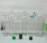 Vários estilos de branco, âmbar, vinho tinto, azeite, garrafa de água e a garrafa de uísque