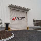 Дверь гаража промышленного электрического алюминиевого профиля термально изолированная надземная секционная сползая