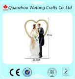 La boda de la resina favorece las piezas centrales del vector de las estatuillas de los pares del amor de la decoración