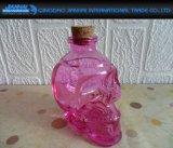 Frasco de vidro colorido da cabeça do crânio com cortiça sintética