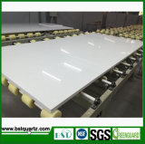 Твердые белые Countertops кварца кухни с вырезом раковины