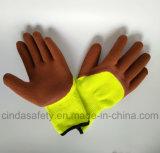 Перчатки защитной техники безопасности на производстве работы пены латекса работая
