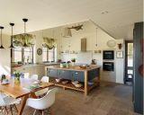 Cozinha clássica de Scountry com inspiração litoral