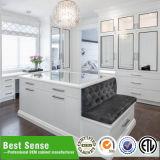 De hoge Glanzende Witte Moderne Garderobes van de Slaapkamer
