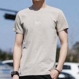 짧은 소매와 대원 목을%s 가진 남자의 줄무늬로 한 t-셔츠