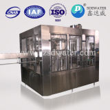 Máquina de enchimento automática cheia da água bebendo