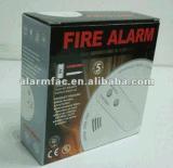 フラッシュおよび音が付いているホームセキュリティーの煙の火探知器