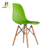 安いPPのプラスチックの木足の食堂の椅子