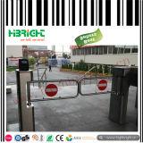 La entrada del portón basculante Machenical automático para el supermercado