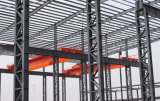 絶縁体のクラッディング材料(KXD-SSW5)が付いているプレハブの鉄骨構造の倉庫