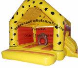 小さいスライドを持つ黄色いカラー膨脹可能な警備員