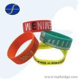 Bracelet chrétien fait sur commande bon marché de silicones de Hottime de lueur d'evangile d'énergie