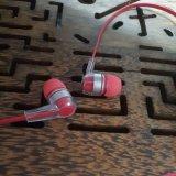 Écouteur stéréo rouge clair de Bluetooth pour l'iPhone mobile