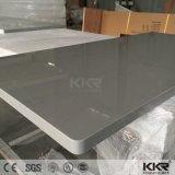 Серый твердой поверхности в форме буквы L кухне верхней части