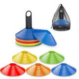 Le football folâtre des cônes de disque avec les cônes mous de disque d'agilité